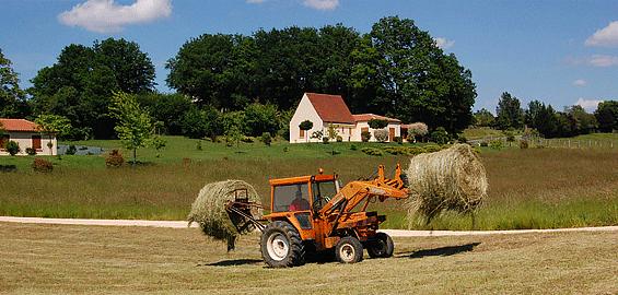 traktor-met-hooi